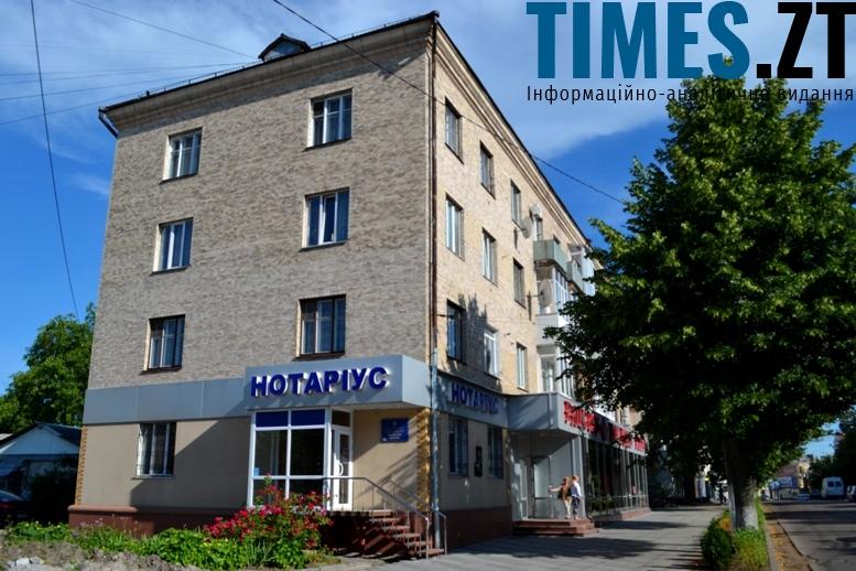 Псевдосталінка на Театральній. Всі ці будинки зведено у 1956 – 1959 роках, а Сталін помер 1953 р.