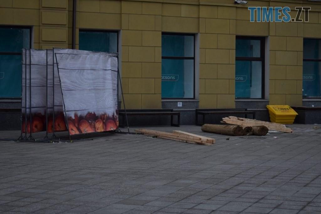 103a8b36 7d1e 4981 8a65 c3e2a3759ce7 1024x684 - У Житомирі демонтують святкові інсталяції на Михайлівській