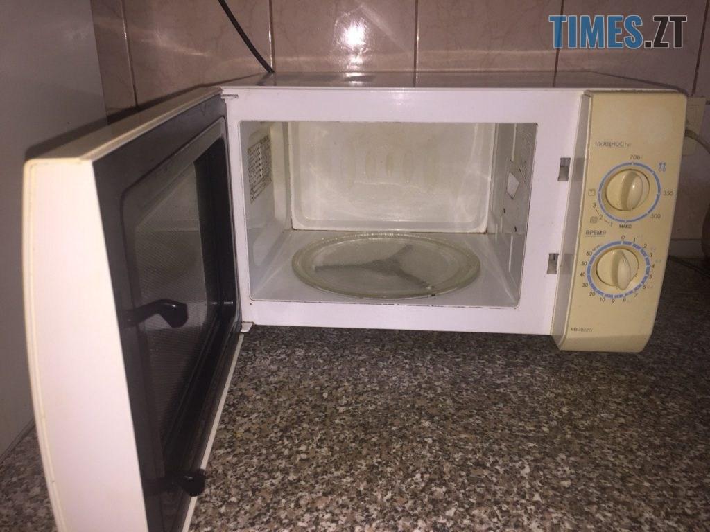 2055cf4a 0468 4b4d 9e76 f729df91a874 1024x768 - Лайфхак, що не працює: миємо мікрохвильовку «без зусиль» (ФОТО), (ВІДЕО)