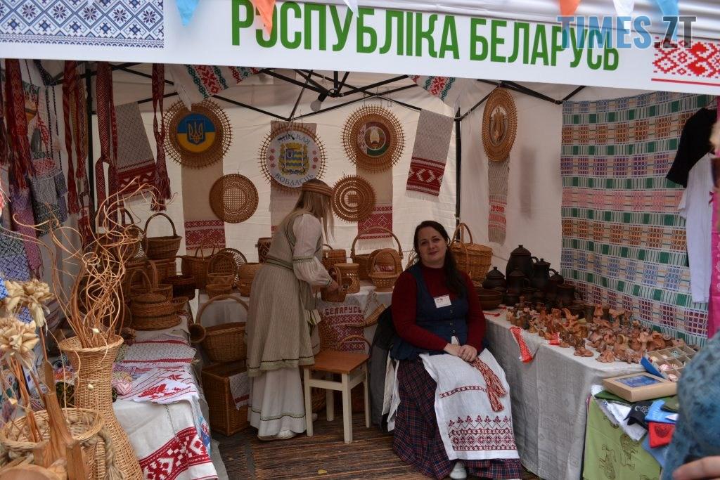 2f21c032 4027 4c74 96f8 3555a4abb42f 1024x683 - Через білоруські солодощі на Михайлівській утворились «радянські» черги