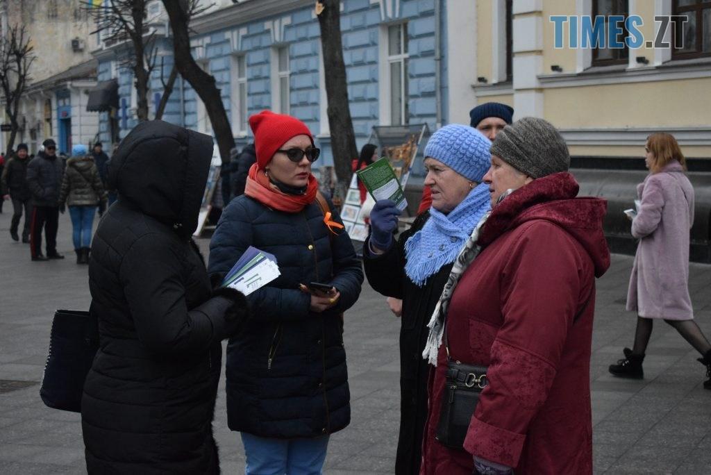4e6616f3 743a 4d5d 8124 3113a817d20e 1024x684 - Імбирні чоловічки, цукерки, браслети та інформаційні листівки — у Житомирі відбулась всеукраїнська акція «#ДійПротиНасильства» (ФОТО)