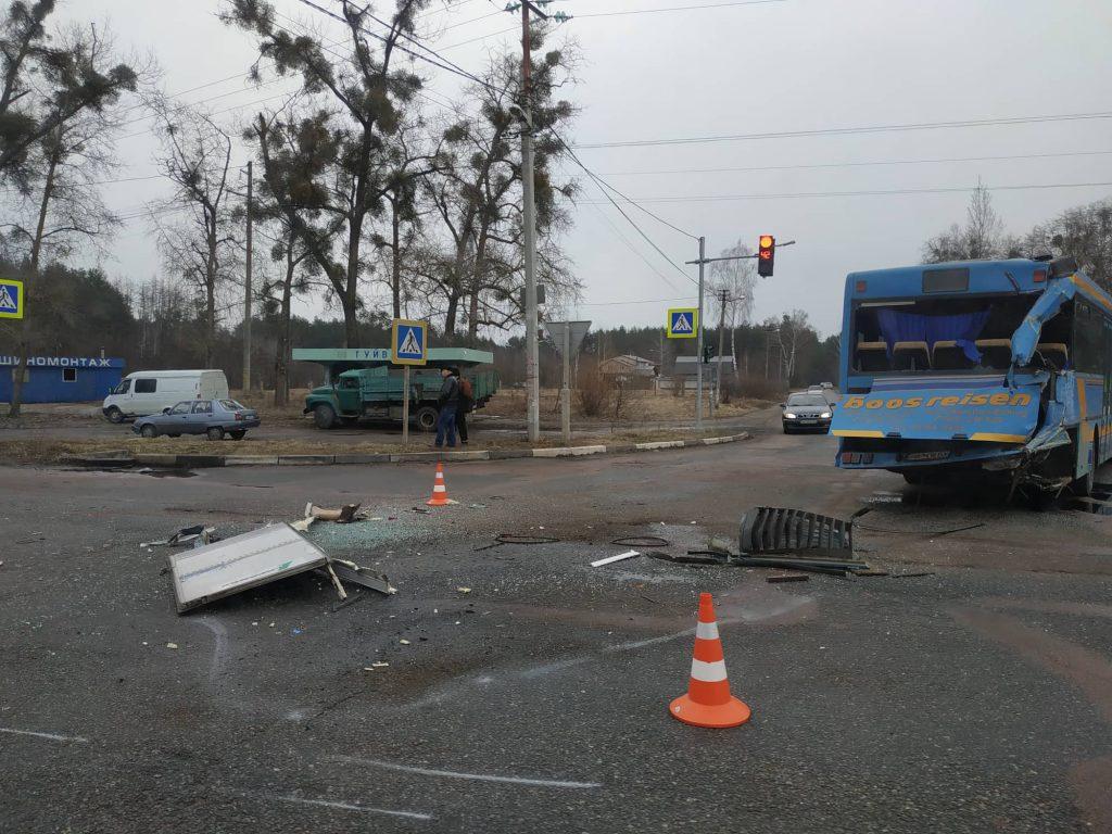 53145639 299475174013470 6171872471117987840 n 1024x768 - Під Житомиром вантажівка Mercedes зіткнулася з рейсовим автобусом: постраждали пасажири (фото)