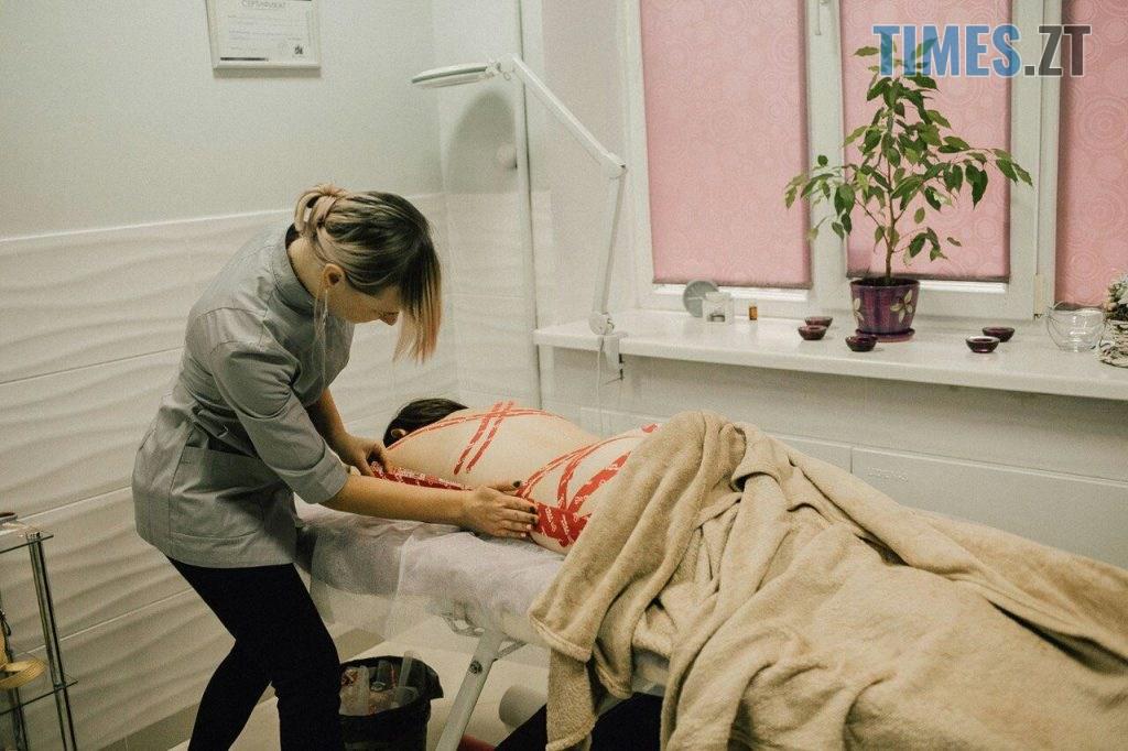 5b8e0441 fb37 4ee6 8e61 00b522e05a9c 1024x682 - Перший крок для боротьби зі старінням — масаж обличчя: майстер із кінезіотейпування Анастасія Сашенко