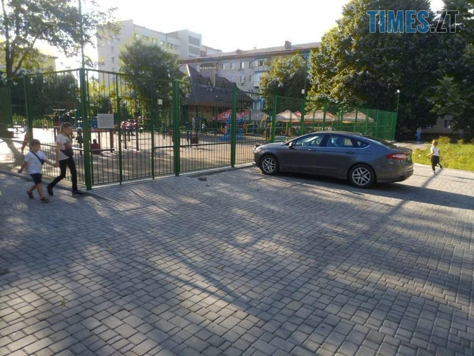 68342998 371621906854421 8232936639773540352 n - Дозвілля на замку: в Житомирі на «майданчик Розенблата» тепер можна потрапити тільки через дірку в паркані (ФОТО)