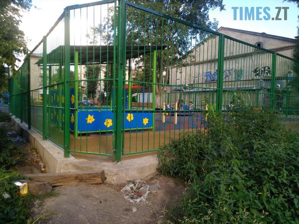 68412518 617125828780582 344192309664940032 n - Дозвілля на замку: в Житомирі на «майданчик Розенблата» тепер можна потрапити тільки через дірку в паркані (ФОТО)