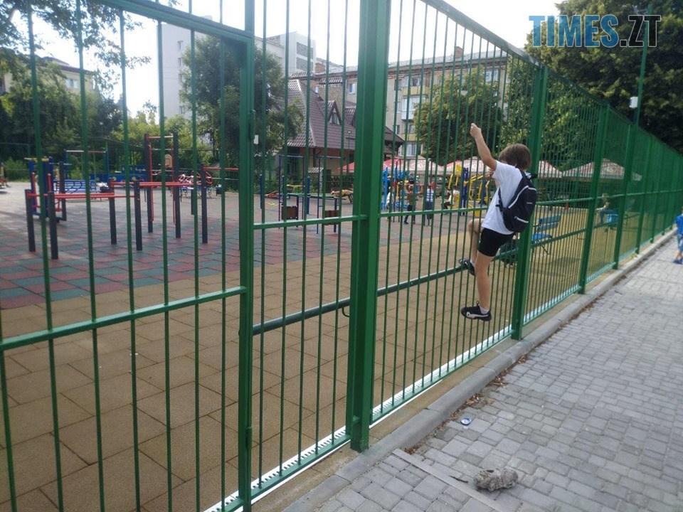 68856773 683949988736512 5725169453990150144 n - Дозвілля на замку: в Житомирі на «майданчик Розенблата» тепер можна потрапити тільки через дірку в паркані (ФОТО)