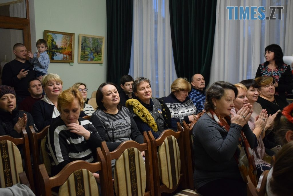 7af336f7 8f79 4aab b88f 875ccb330e36 1024x684 - У Житомирі відбулась презентація проєкту «Ми. Мами» синів, які загинули на сході України (ФОТО)