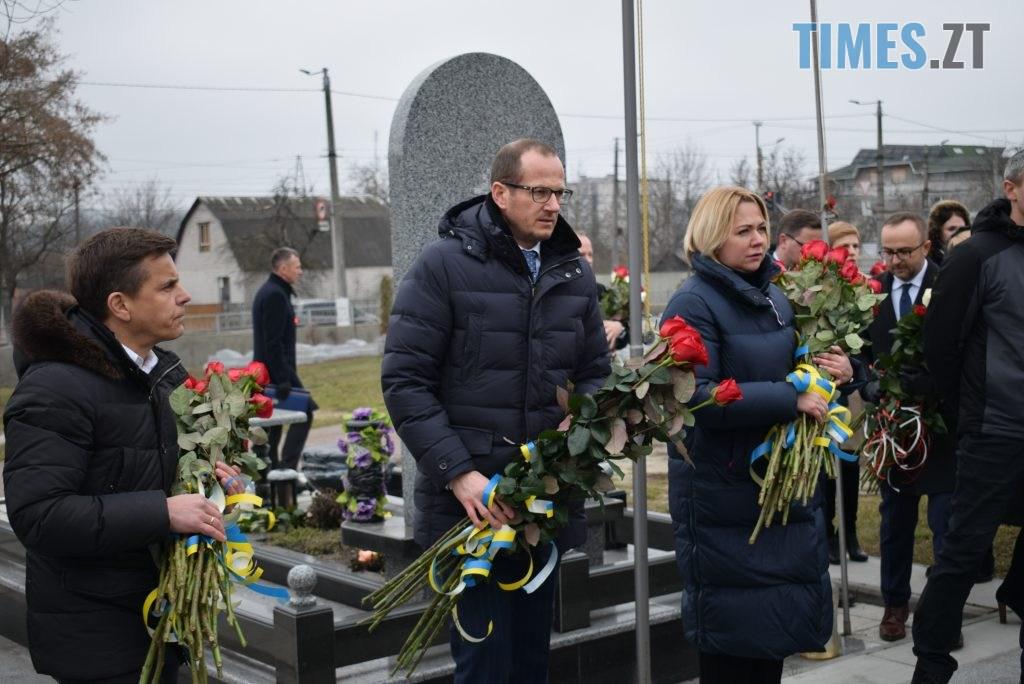 80fcb378 4b9e 41cf 9915 1b36cc074faa 1024x684 - В Житомирі вшанували пам'ять полеглих у російсько-українській війні