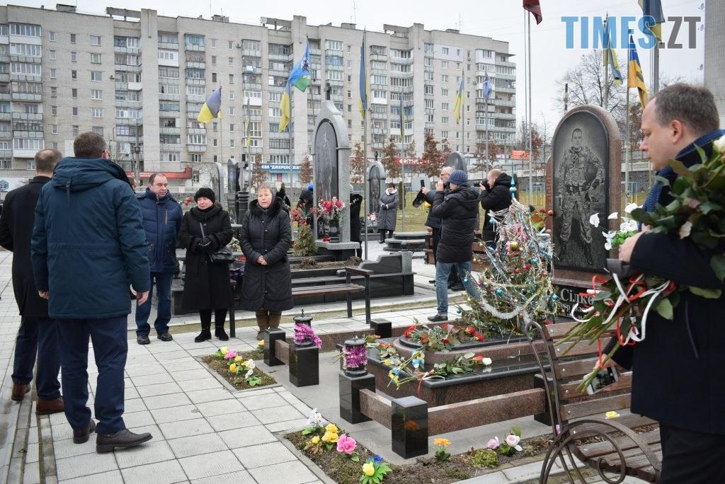 8c7a62cf e0b3 4037 825a 986d3c95464c 1024x684 - В Житомирі вшанували пам'ять полеглих у російсько-українській війні