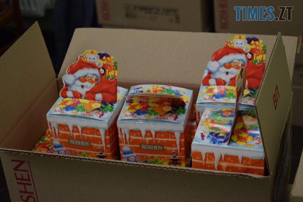 91b10495 c3ec 4cac b7c9 e6a05f8066d2 1024x684 - У Житомирі для малюків засніжило на день Святого Миколая  (ФОТО)