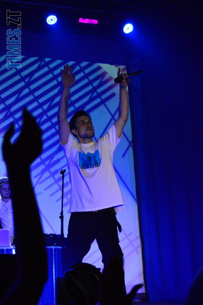 DSC 0018 2 e1573809365703 681x1024 - День студента в Житомирі: хіп-хоп виконавець Хас запалив Телецентр (ВІДЕО)