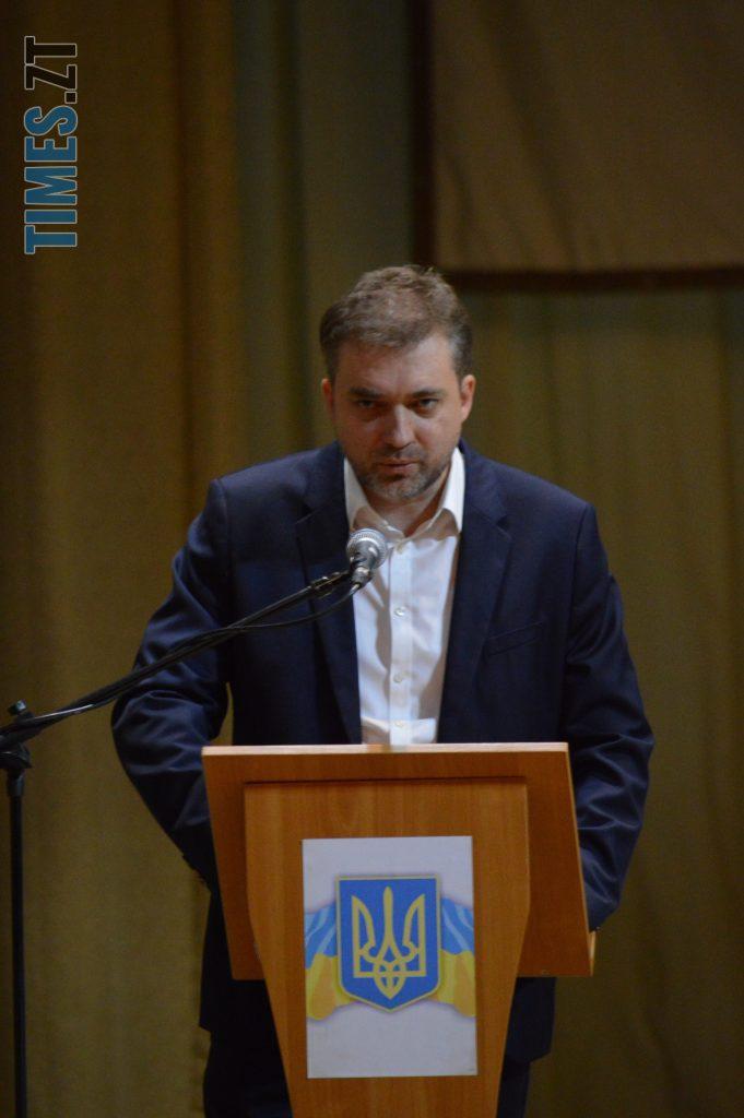 DSC 0053 3 e1570619295688 681x1024 - У Житомирі міністр оборони України зустрівся з громадськістю аби пояснити деталі «Формули Штайнмаєра» (ВІДЕО)