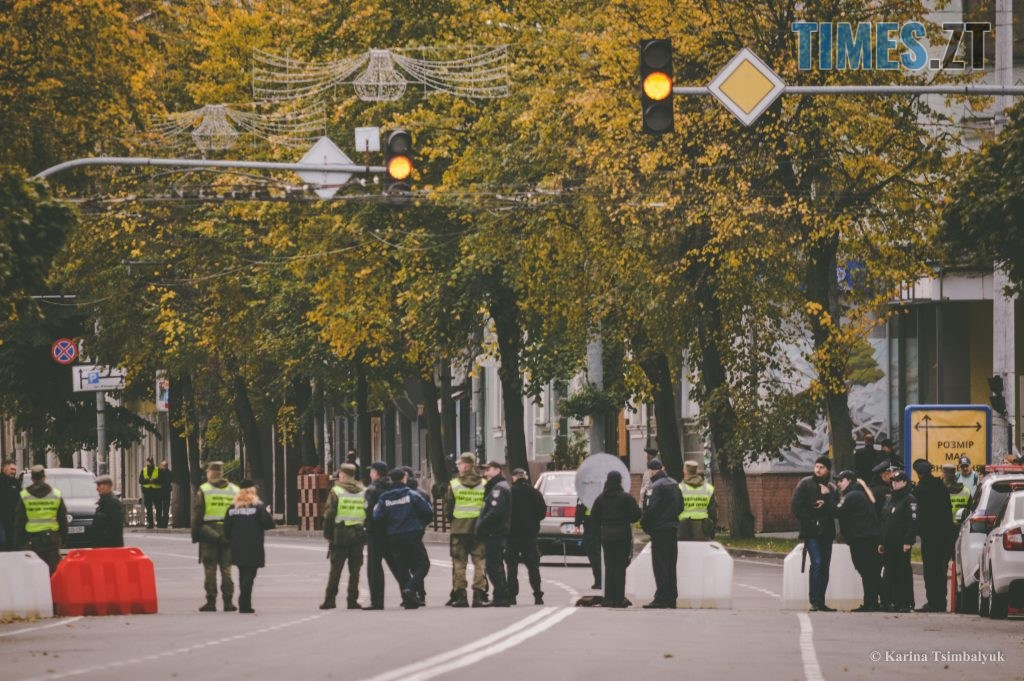 DSC 0135 2 1024x681 - Через президентів України та Білорусі житомиряни опинились в транспортно-пішохідному колапсі (ФОТО)