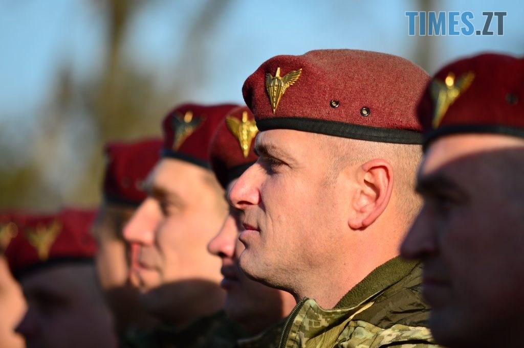 DSC 0151 1 1024x681 - Голова Парламенту України вручив відзнаки житомирським десантникам та побавився військовою технікою  (ФОТО)