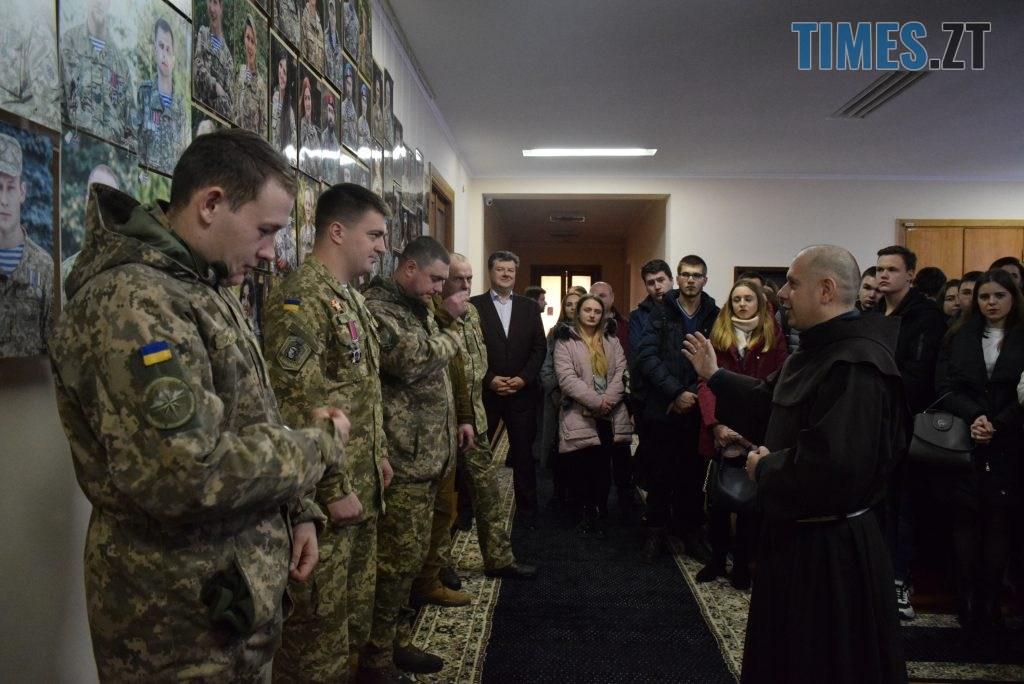 DSC 0152 1 1024x684 - «Погляд АТО: 1000 облич» — в Житомирській ОДА відкрилась фотовиставка, присвячена захисникам України (ФОТО)