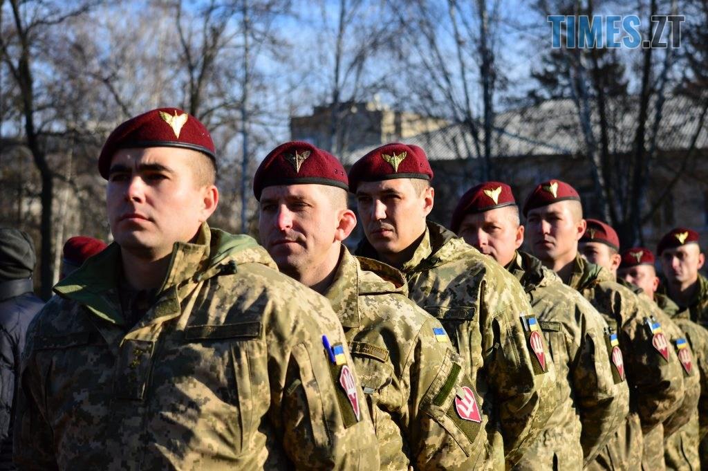 DSC 0159 2 1024x681 - Голова Парламенту України вручив відзнаки житомирським десантникам та побавився військовою технікою  (ФОТО)
