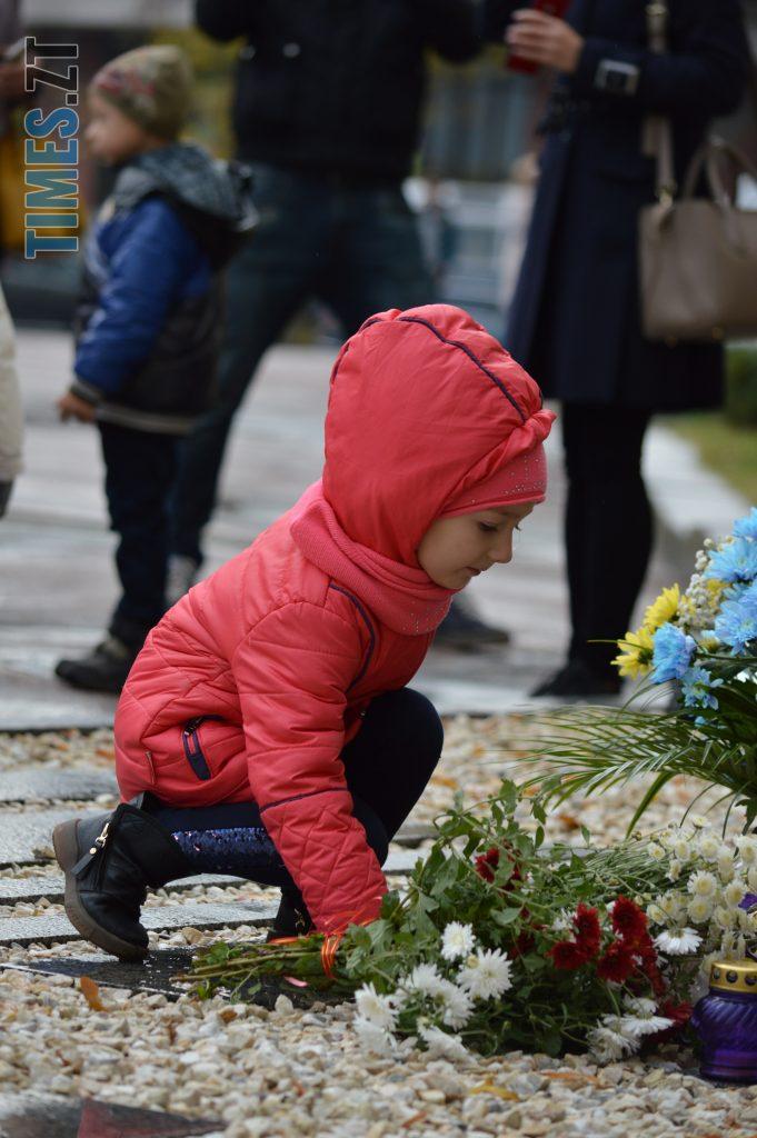 DSC 0163 e1570787583899 681x1024 - Герої не вмирають! Житомиряни долучилися до відзначення Дня захисника України (ФОТО)