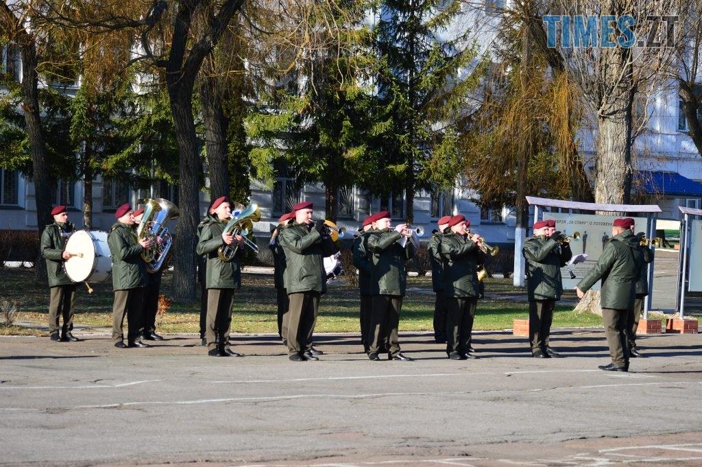 DSC 0171 1 1024x681 - Голова Парламенту України вручив відзнаки житомирським десантникам та побавився військовою технікою  (ФОТО)