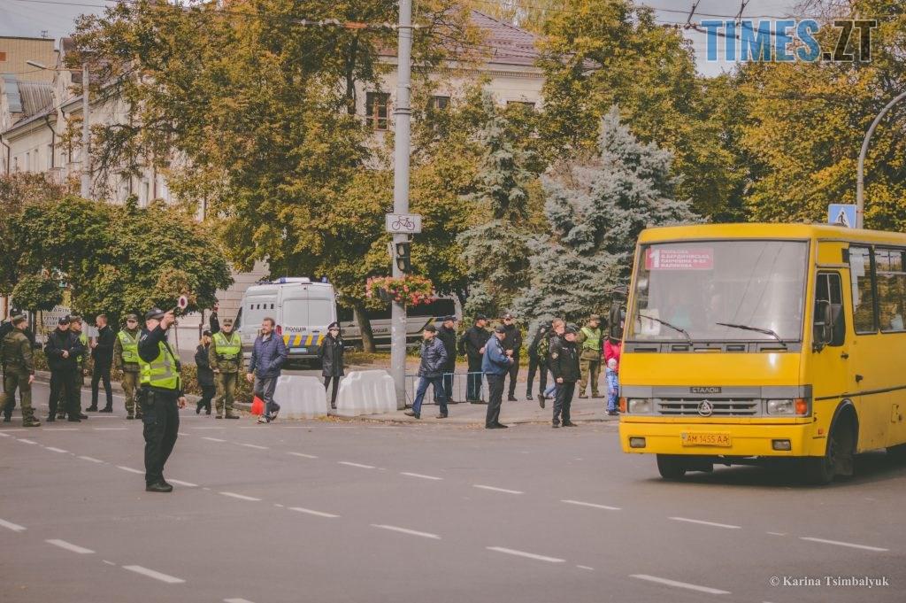 DSC 0207 1024x681 - Через президентів України та Білорусі житомиряни опинились в транспортно-пішохідному колапсі (ФОТО)