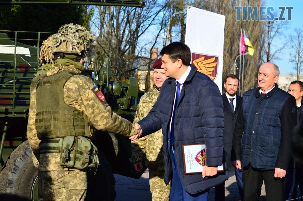 DSC 0258 1 1024x681 - Голова Парламенту України вручив відзнаки житомирським десантникам та побавився військовою технікою  (ФОТО)