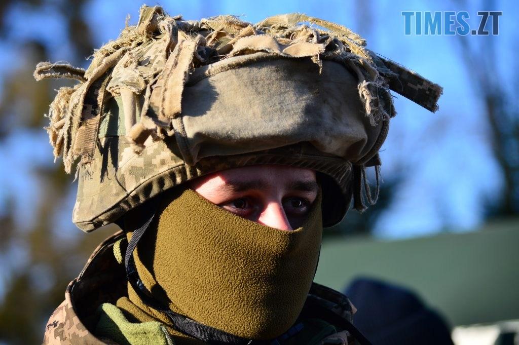 DSC 0277 3 1024x681 - Голова Парламенту України вручив відзнаки житомирським десантникам та побавився військовою технікою  (ФОТО)
