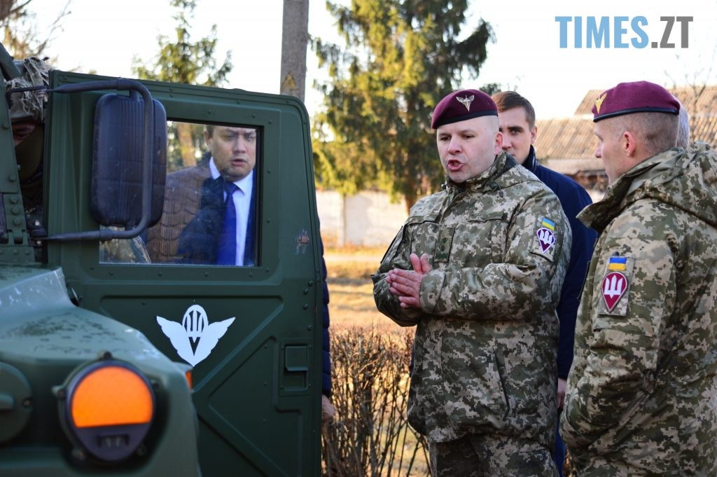 DSC 0279 1024x681 - Голова Парламенту України вручив відзнаки житомирським десантникам та побавився військовою технікою  (ФОТО)