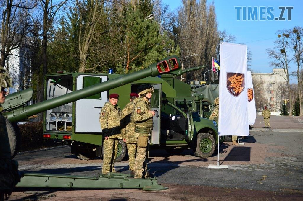 DSC 0326 1 1024x681 - Голова Парламенту України вручив відзнаки житомирським десантникам та побавився військовою технікою  (ФОТО)