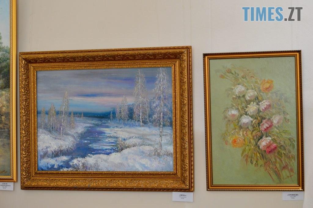 DSC 0412 2 1024x681 - Скульптури зі старого дерева та вражаючі картини: У Домі української культури триває виставка «Лісові фантазії» (ФОТО)