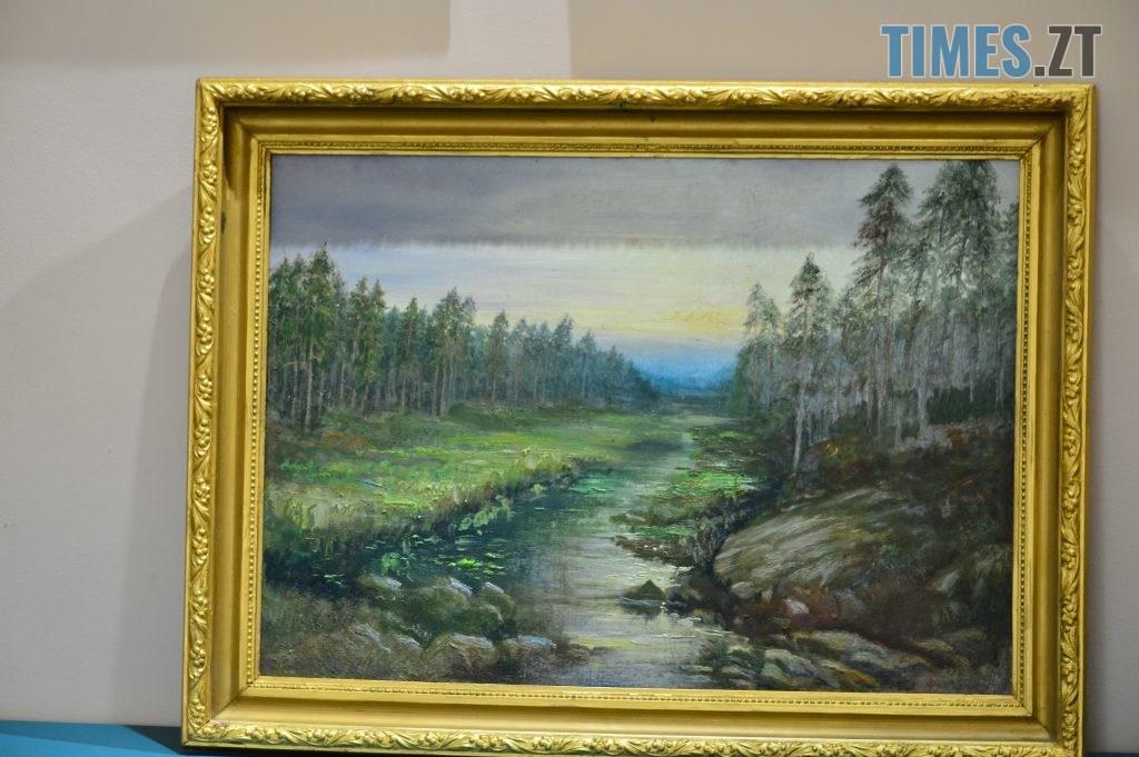 DSC 0413 1 1024x681 - Скульптури зі старого дерева та вражаючі картини: У Домі української культури триває виставка «Лісові фантазії» (ФОТО)
