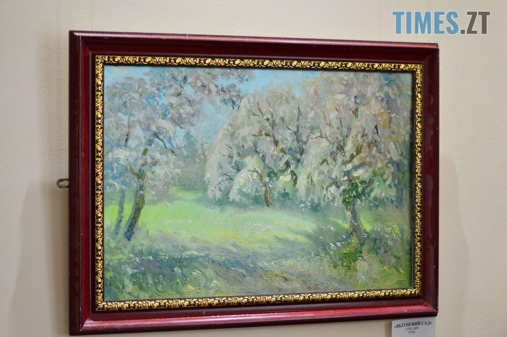 DSC 0414 4 1024x681 - Скульптури зі старого дерева та вражаючі картини: У Домі української культури триває виставка «Лісові фантазії» (ФОТО)