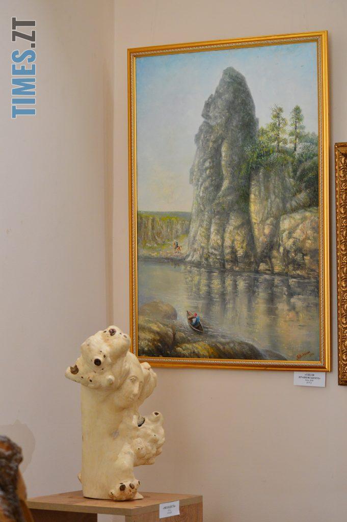 DSC 0418 3 e1580725257196 681x1024 - Скульптури зі старого дерева та вражаючі картини: У Домі української культури триває виставка «Лісові фантазії» (ФОТО)