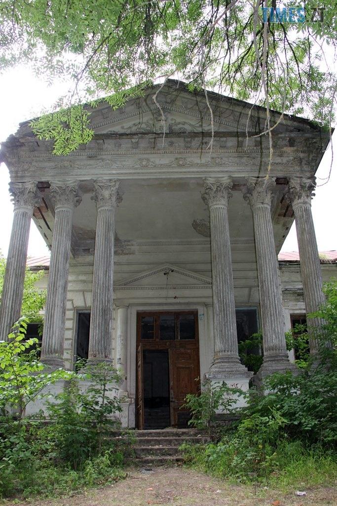 IMG 5981 683x1024 - Проект ESCAPE: Величний палац Корницьких в с.Рогачі Житомирської області (ВІДЕО)