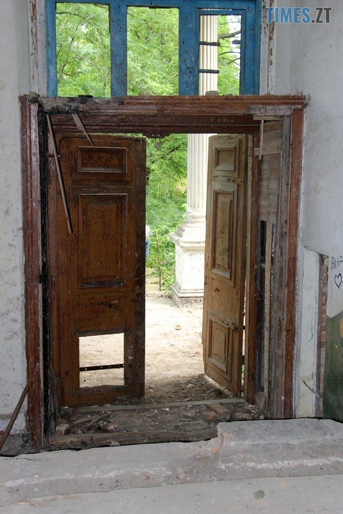 IMG 6008 683x1024 - Проект ESCAPE: Величний палац Корницьких в с.Рогачі Житомирської області (ВІДЕО)