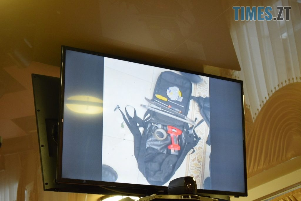 b9689552 a678 483f 8ae2 3debf50171e3 1024x684 - Житомирський поліцейський переодягнений у жінку, з лялькою в руках, влаштував бандитам пастку