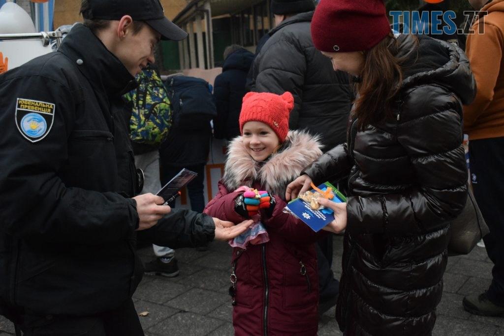 c7d3c59b b206 43b8 a9fc 4a598d3cf1d4 1024x684 - Імбирні чоловічки, цукерки, браслети та інформаційні листівки — у Житомирі відбулась всеукраїнська акція «#ДійПротиНасильства» (ФОТО)