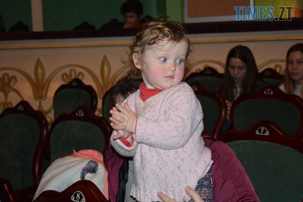 cc2ba719 c423 4b1f 9a9f 25ab852d8bb8 1024x684 - У Житомирі для малюків засніжило на день Святого Миколая  (ФОТО)