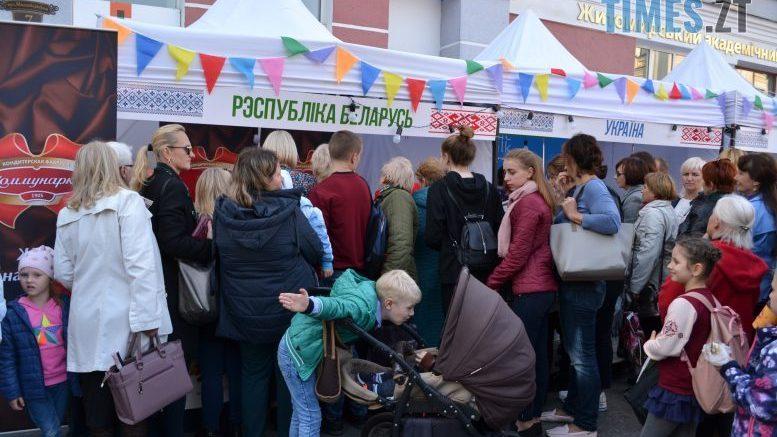 cropped 776b76f6 276f 4b6b 83f8 b7017ec44dfd e1570284812974 - Через білоруські солодощі на Михайлівській утворились «радянські» черги