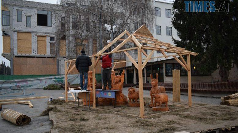 cropped 982c1284 6052 45d1 9f0f 6d199031b39b e1579527945348 - У Житомирі демонтують святкові інсталяції на Михайлівській