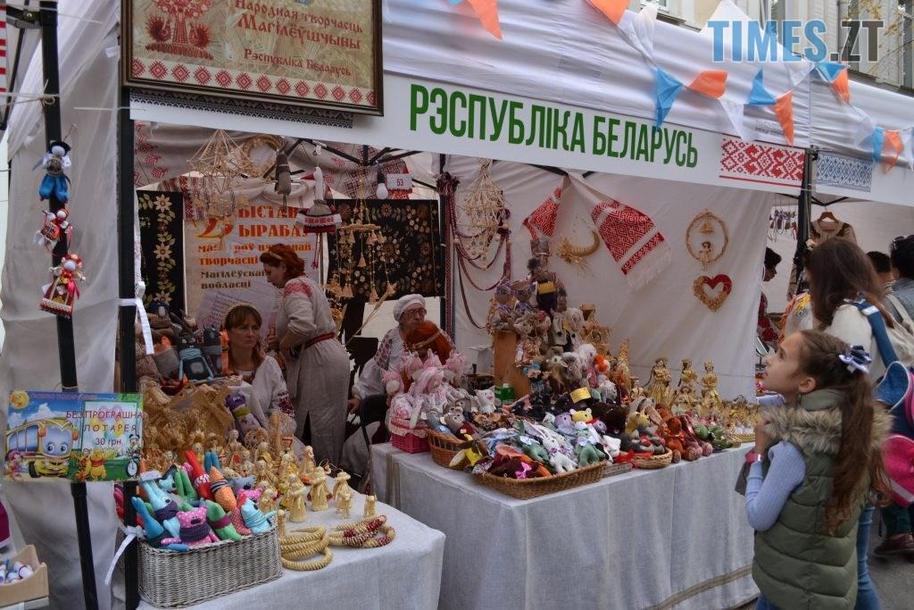 de55ad5b 7de1 4d65 bdf4 a8b5848c67d0 1024x683 - Через білоруські солодощі на Михайлівській утворились «радянські» черги