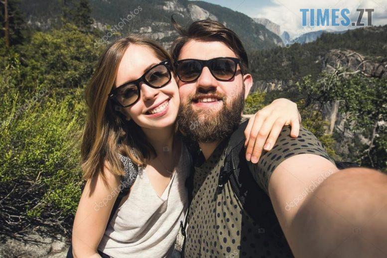 depositphotos 105962166 stock photo couple hiking in yosemite national e1569343551956 - Ідеї для селфі: поради жінкам  та чоловікам