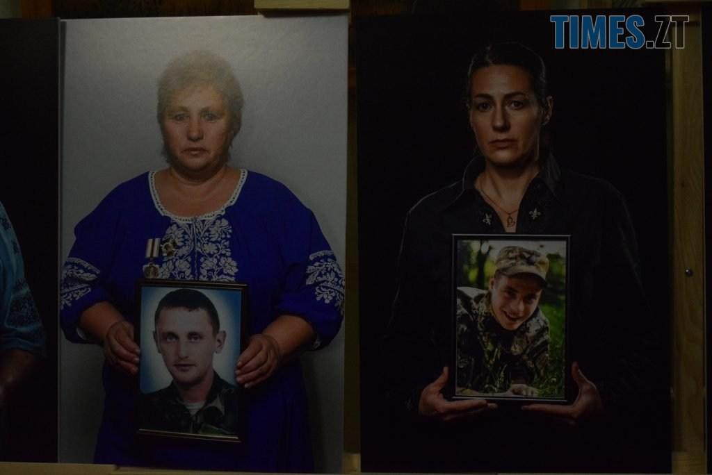 dfe064c8 ef08 44d8 a719 eea5099b5842 1024x684 - У Житомирі відбулась презентація проєкту «Ми. Мами» синів, які загинули на сході України (ФОТО)