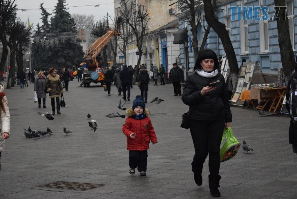f2a9b462 c51e 4d4f bd1a a23f9d05d692 1024x684 - Імбирні чоловічки, цукерки, браслети та інформаційні листівки — у Житомирі відбулась всеукраїнська акція «#ДійПротиНасильства» (ФОТО)