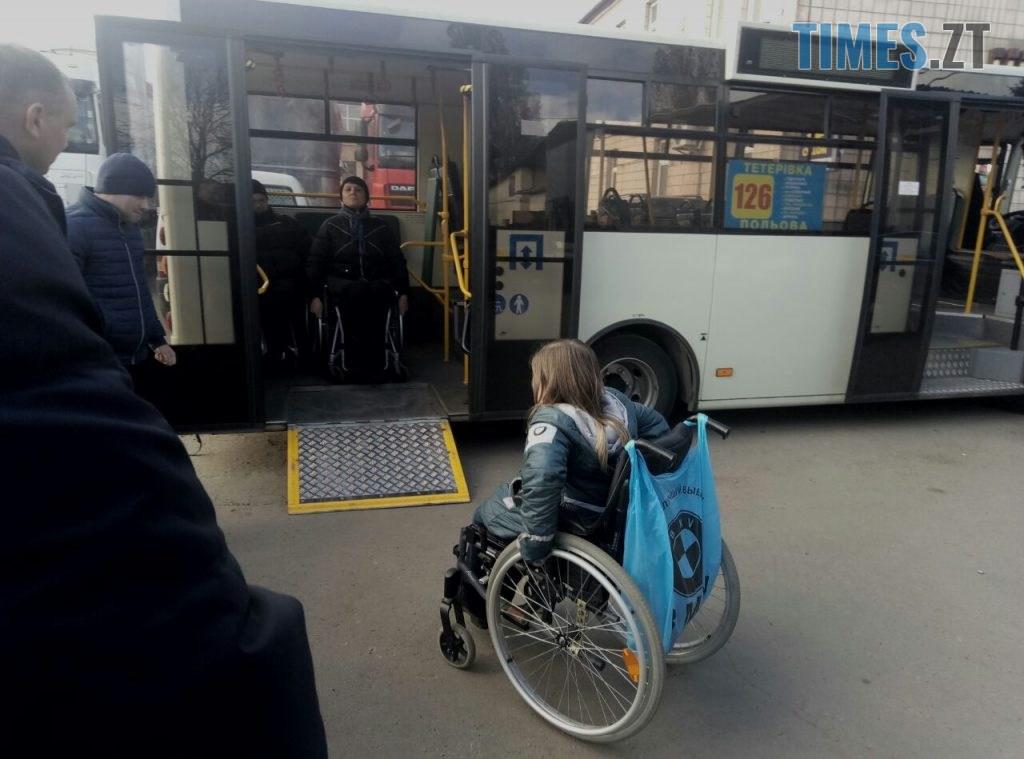 f455fb90 b7b0 42d5 9bcc f9f25d3e5c45 1024x759 - У Житомирі водії тренувались правильно транспортувати «маломобільних» пасажирів