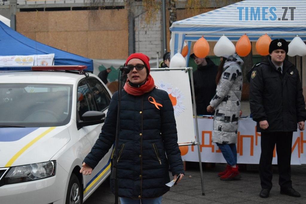 f6b99efe 823d 4845 a23b b718bd399a04 1024x684 - Імбирні чоловічки, цукерки, браслети та інформаційні листівки — у Житомирі відбулась всеукраїнська акція «#ДійПротиНасильства» (ФОТО)