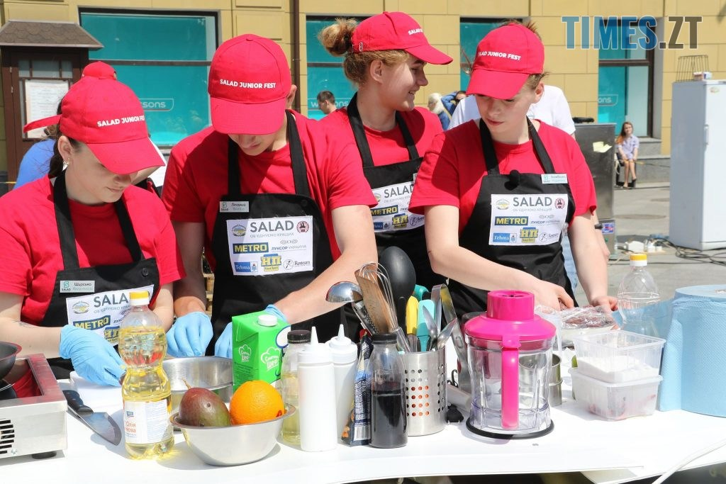 img1558176453 4 1024x683 - «SALAD JUNIOR FEST» — в Житомирі на Михайлівській змагаються юні кухарі (ФОТО)