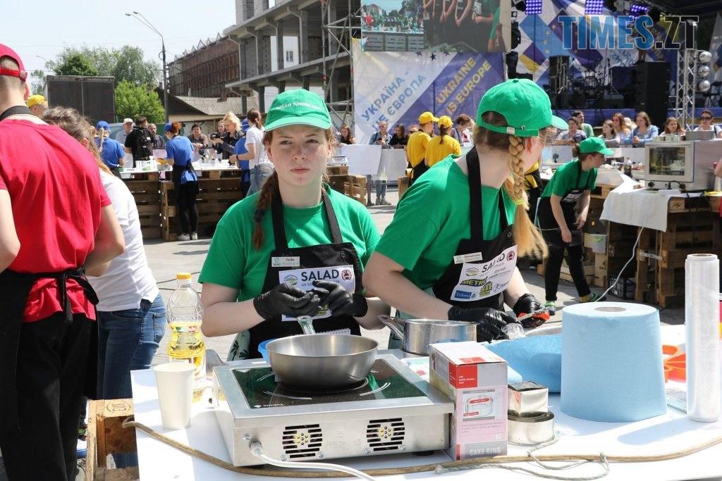 img1558176453 5 1024x683 - «SALAD JUNIOR FEST» — в Житомирі на Михайлівській змагаються юні кухарі (ФОТО)