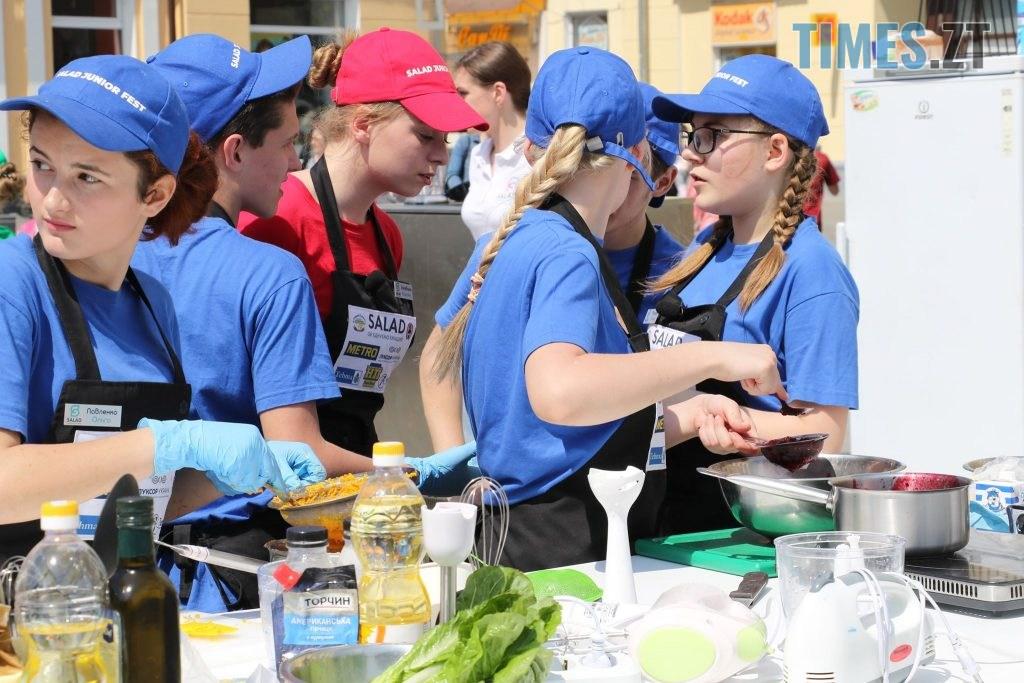 img1558176547 1024x683 - «SALAD JUNIOR FEST» — в Житомирі на Михайлівській змагаються юні кухарі (ФОТО)