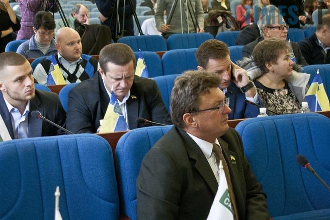 21 1 - Мешканці вимагають у депутатів міськради скасувати незаконні рішення , які сприяють знищенню лісу