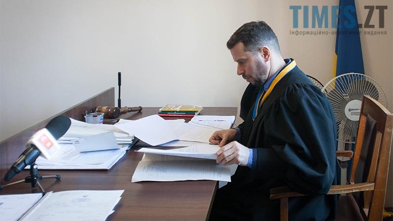4 суд 1 - Житомирські пенсіонери судяться, бо хочуть їздити безплатно вранці і ввечері