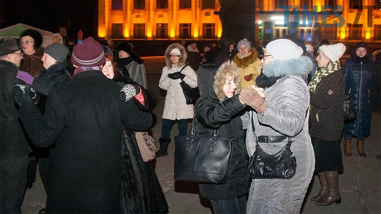 13 1 - На фестивалі Різдвяного Джазу у Житомирі танцювали на морозі
